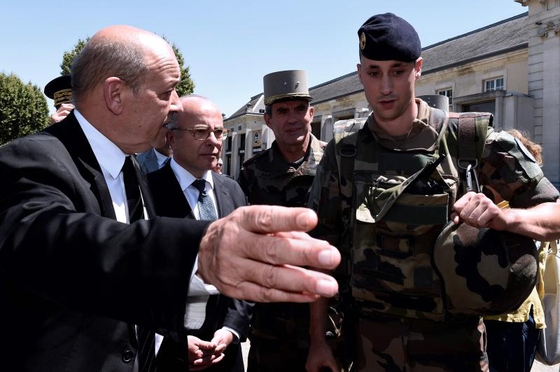 لم يذكر وزير الدفاع الفرنسي جان ايف لودريان تفاصيل عن مكان وزمان الحادث
