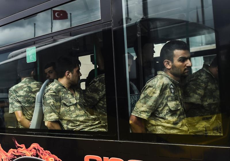 يتطلع أردوغان من خلال المسألة الكردية إلى إبعاد خطر الجيش عنه