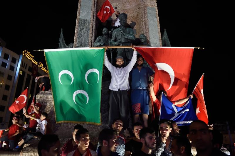 لا تقف الدول الغربيّة ضد الانقلابات إلا إذا كان توجُّه الانقلابيّين ضد مصالحها ومصالح إسرائيل (أ ف ب)
