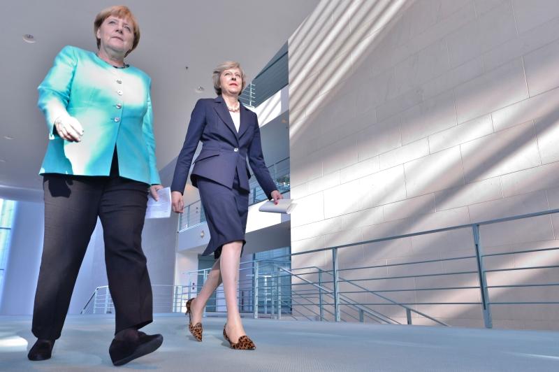 ميركل: سنستمع إلى المملكة المتحدة وسننتظر ما ستقرره وحينها سنخرج بالإجابة المناسبة (أ ف ب)