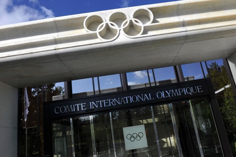 عقد أعضاء اللجنة التنفيذية للجنة الأولمبية الدولية مباحثات عبر الهاتف (أ ف ب)