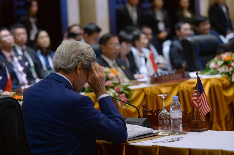 """أشاد كيري أمام وانغ يي بـ""""العلاقة الثنائية الأهم في العالم"""" (أ ف ب)"""