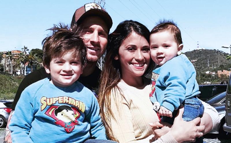 قضى ميسي العطلة مع عائلته في جزيرة «ايبيزا»