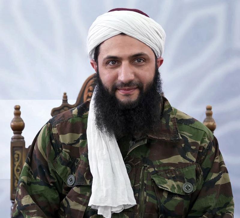 نزع أمير «جبهة النصرة» أبو محمد الجولاني «القناع» أمس، ليكشف عن وجه «جديد» يطمح ليقوده إلى مصاف «المعتدلين» (أ ف ب)