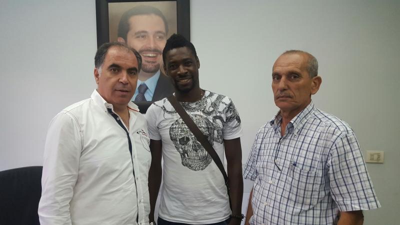كوفي مع عيتاني والنابلسي بعد توقيع العقد (عدنان الحاج علي)