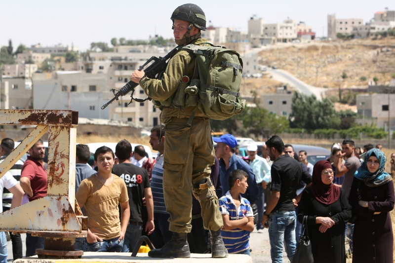 مطالبات بحجب الانترنت وشبكة «٣ جي» عن الفلسطينيين (أ ف ب)