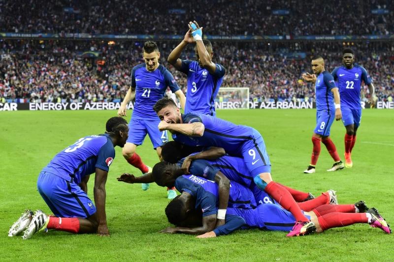 أبدى الفرنسيون جهوزيتهم لملاقاة ألمانيا  (أ ف ب)