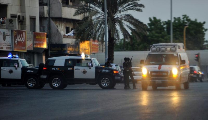 أدى الهجوم قرب الحرم النبوي إلى مقتل أربعة رجال أمن (أ ف ب)