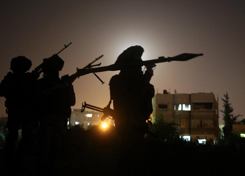 دفعت بعض الدول ملايين الدولارات لشراء  السلاح ونقله إلى غزة  (الأناضول)
