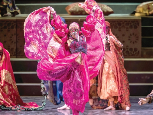 كل «طرق الحرير» تؤدّي إلى بعلبك: رحلة حضارية بقيادة «كركلا»