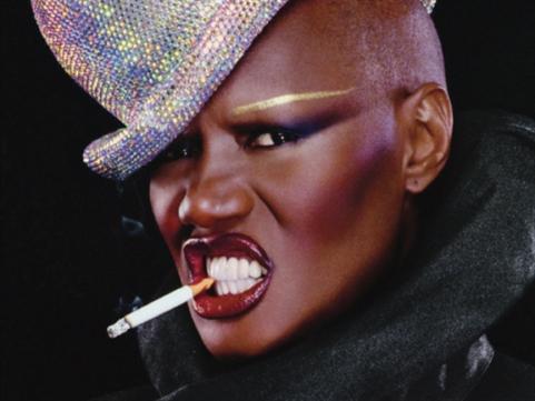 جبيل تليق بأيقونة الثمانينات: غرايس جونز... المرأة الشبح!
