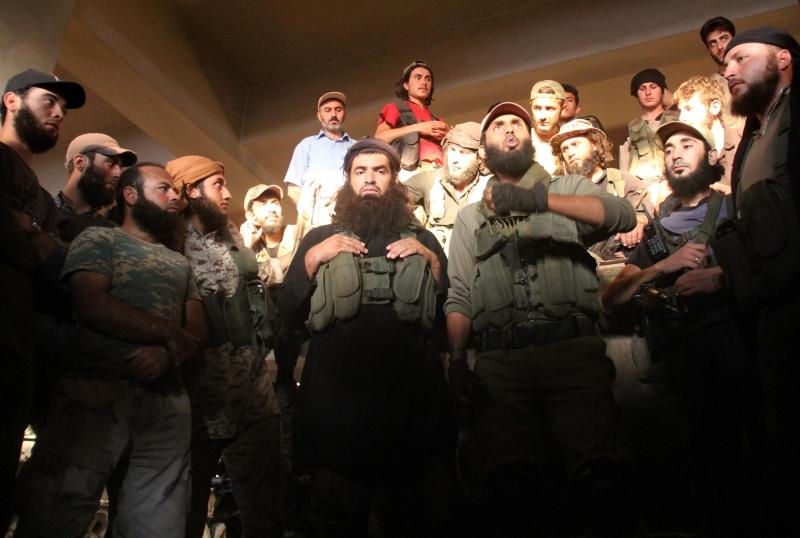 التقدم في ريف اللاذقية يضع المسلحين أمام مخاطر تشتّت الجبهات والجهود (أ ف ب)