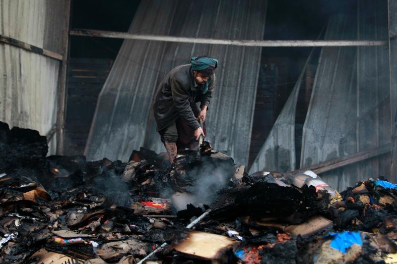 استهدف طيران التحالف السعودي مصانع غذائية في صنعاء(أ ف ب)