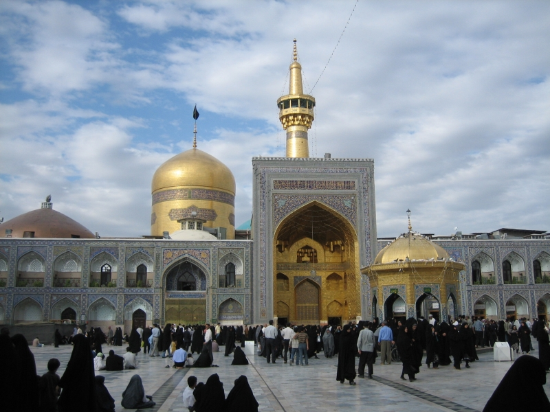 غادر الزوار مدينة مشهد بلا جوازات سفرهم التي بقيت رهينة في الفنادق (ويكيبيديا)