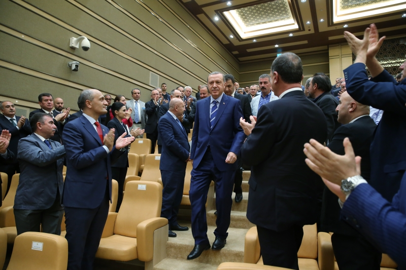 اعتبر أردوغان تخاذل البنوك في دعم المستثمرين «خيانة» (الأناضول)