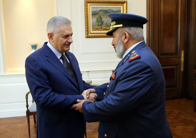 التقى يلدريم وأكار رئيس الأركان القطري في اجتماع مغلق (الأناضول)