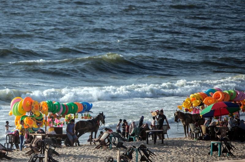 على شواطئ غزة أول من أمس (أ ف ب)