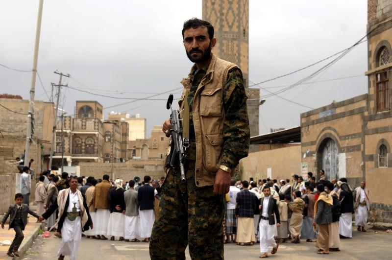 شهدت تعز أعمال هدم وتفجيرات استهدفت عشرات المساجد والمراقد (الأناضول)