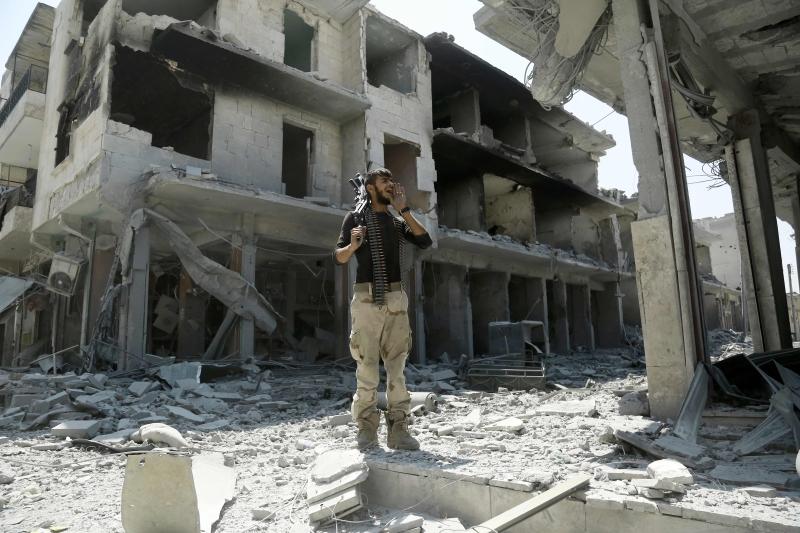 خطف مسلحو «داعش» 2500 مدني أثناء انسحابهم إلى جرابلس (أ ف ب)