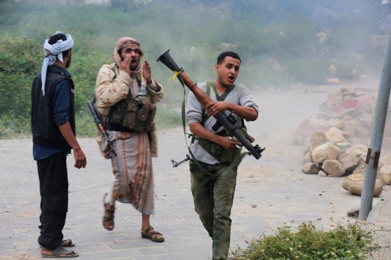 يتهم «الإصلاح» القوات الموالية لهادي بـ»الزج بالمئات من عناصره إلى الهلاك في نهم»