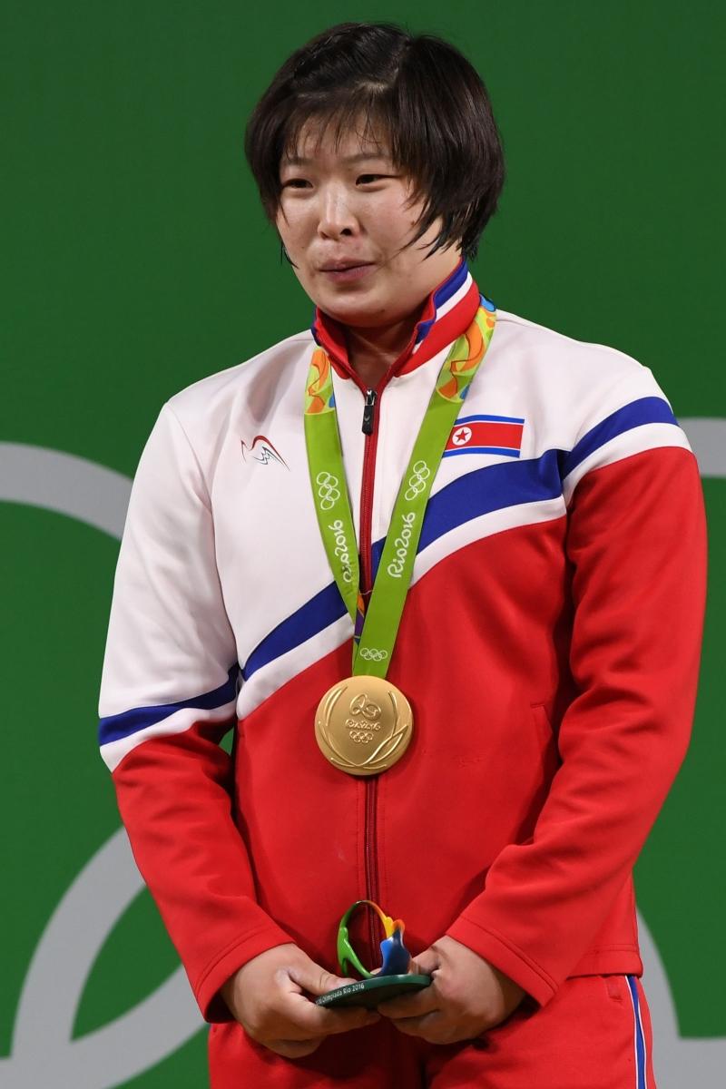 ربحت الكورية الشمالية جونغ سيم ريم ذهبية رفع الاثقال (أ ف ب)