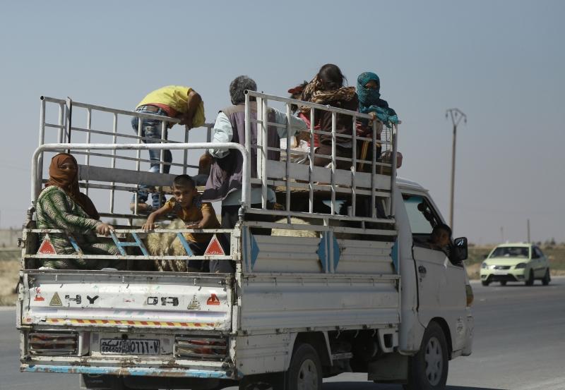 استخدم الجيش السوري سلاح الجو في اشتباكات الحسكة (أ ف ب)