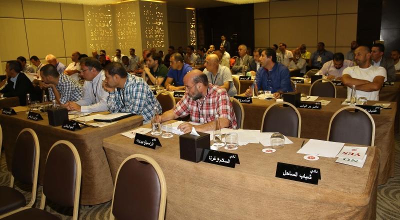ممثلو الأندية خلال الاجتماع مع غياب ممثلي الساحل والسلام زغرتا