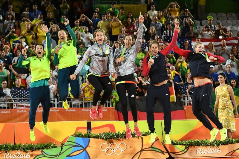 توجت ألمانيا بذهبية الكرة الطائرة الشاطئية للسيدات بفوزها على البرازيل (أ ف ب)