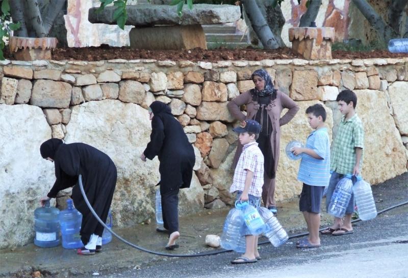 بلدة بوداي يعيش معظم سكانها أزمة مياه شفة