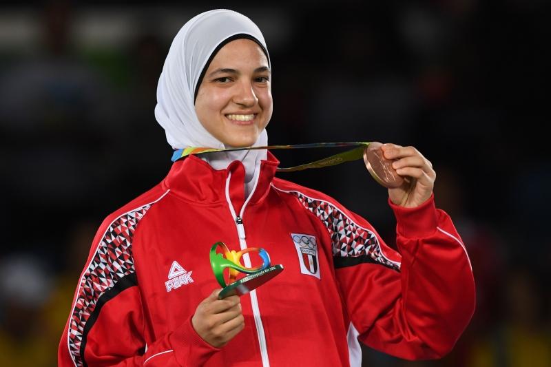 هداية ملاك أول عربية تحرز ميدالية في التايكواندو (أ ف ب)