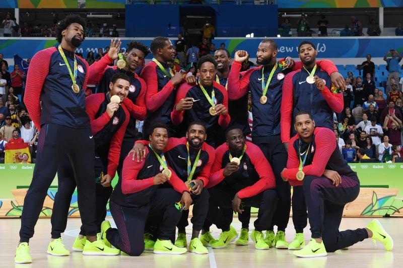 أحرز المنتخب الأميركي ذهبية كرة السلة بالفوز على صربيا (أ ف ب)