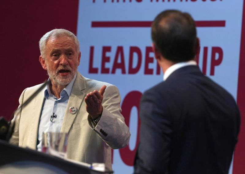 يحظى كوربين بتأييد واسع من القواعد الحزبية والناشطين والنقابات العمالية (أ ف ب)