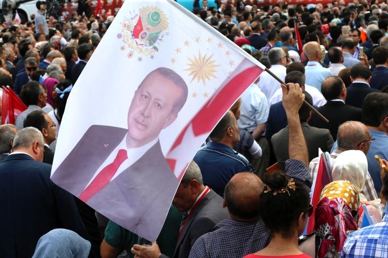 اعتبر مستشار إردوغان أن مقابلة «العربية» مع غولن «عدم احترام لإرادة الشعب التركي» (الأناضول)