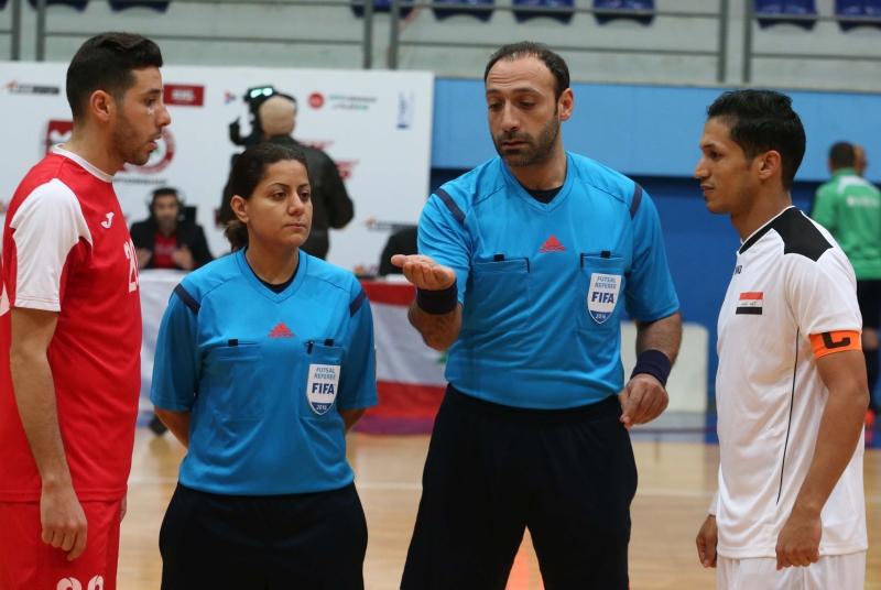 الحكم خليل بلهوان خلال قيادته مباراة منتخبي لبنان والعراق الودية (عدنان الحاج علي)