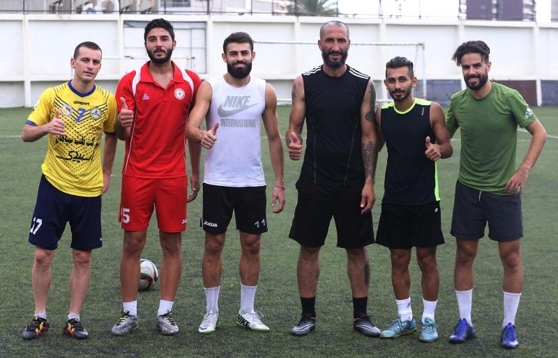 لاعبو الصفاء الجدد في التمارين أمس (عدنان الحاج علي)