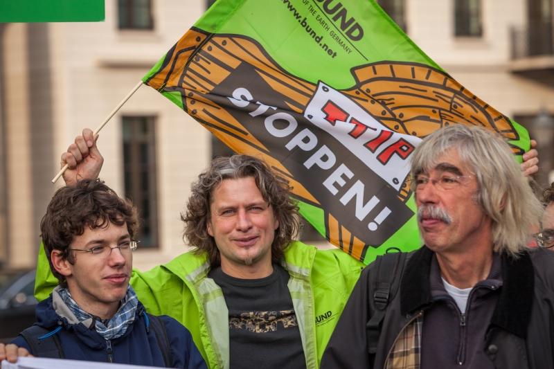 يسلب الاتفاق الحقوق العمالية والخدمات العامة (فليكر)
