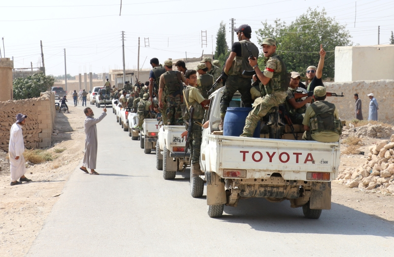 تتعدّى التطورات جرابلس باعتبارها نافذة على تعقيد غير مسبوق في الشمال السوري باتجاه تجذير انقسام حاد في بنية المجموعات المسلّحة (الأناضول)