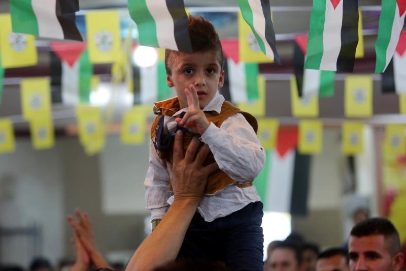 أحمد دوابشة الناجي من حريق عائلته خلال تأبين الشهيد ليث الخالدي (آي بي ايه)