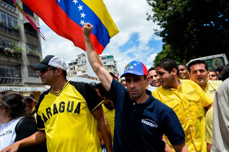 دعا انريكي كابريلس إلى تنظيم تظاهرات في الأيام المقبلة (أ ف ب)