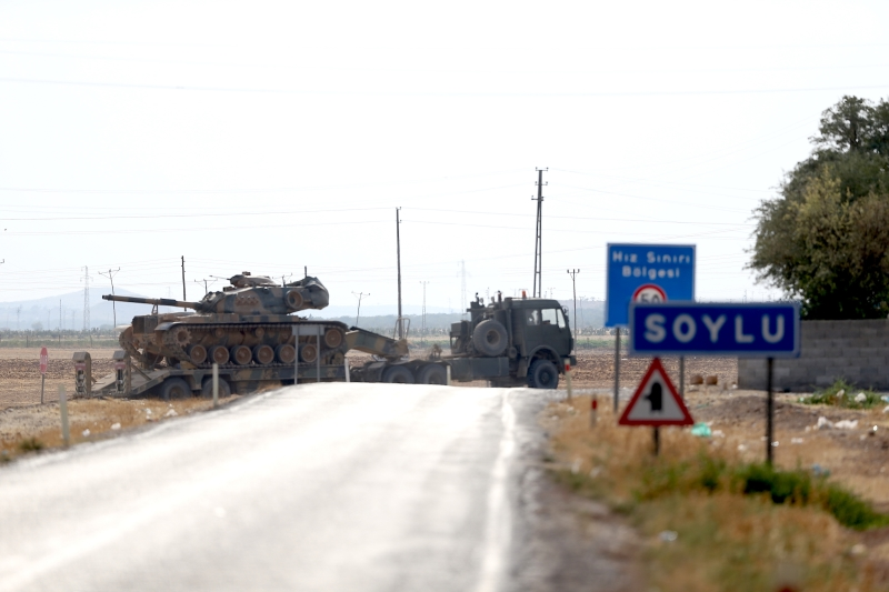 ترسل تركيا مزيداً من التعزيزات العسكرية إلى حدودها مع سوريا