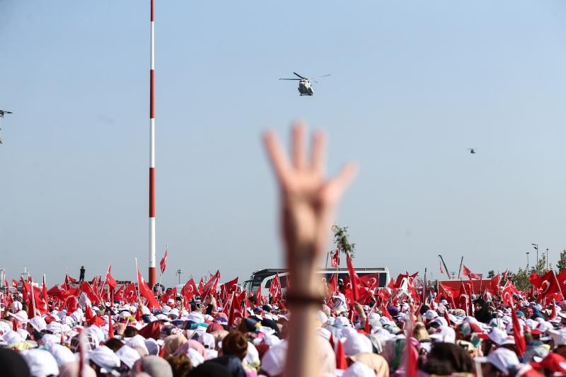 أكد إردوغان أنه مستعد لإعادة عقوبة الإعدام إذا ما أقرّها البرلمان (الأناضول)