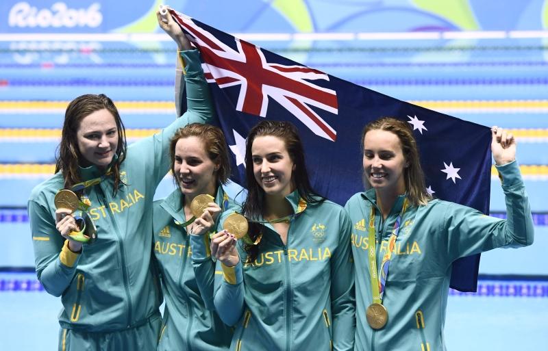 ذهبية لسباحات أوستراليا مع رقم قياسي عالمي في سباق 4 مرات 100 م (أ ف ب)