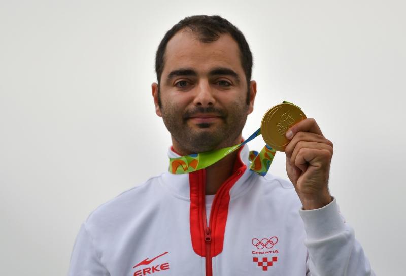 تُوِّج الكرواتي يوسيب غلاسينوفيتش بذهبية الحفرة (تراب) ضمن مسابقة الرماية (أ ف ب)