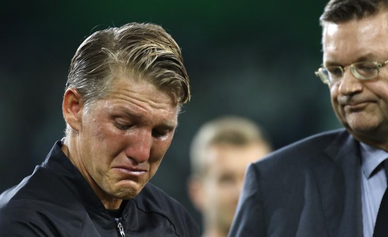 شفاينشتايغر متأثراً في ليلة وداعه المنتخب الالماني