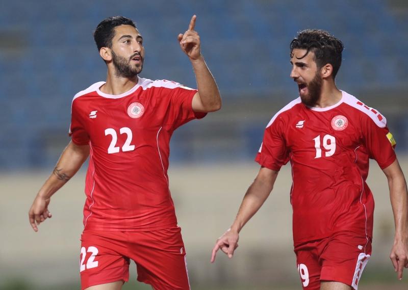 حمام (19) محتفلاً مع عطايا بتسجيل الأخير الهدف اللبناني في مرمى الأردن
