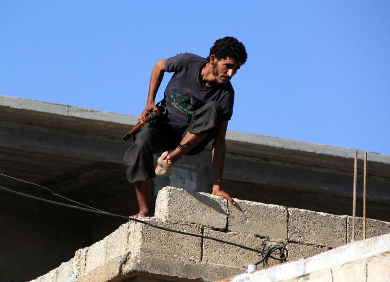 تستمر المواجهات بين الفصائل المسلحة و«داعش» في القلمون الشرقي  (الأناضول)