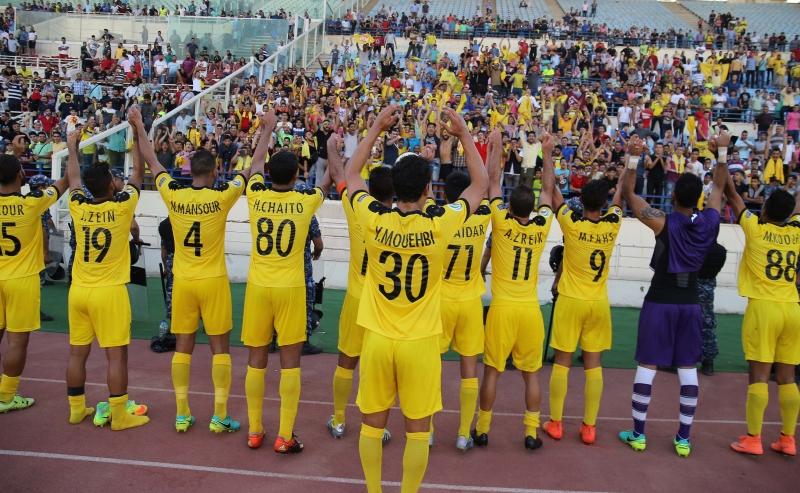 لاعبو العهد يحيّون الجمهور بعد المباراة