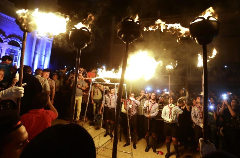 من أجواء الاحتفال بعيد الصليب في مدينة دمشق أول من أمس (أ ف ب)