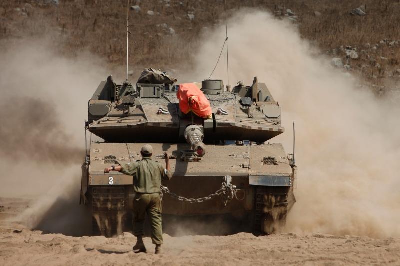 بدأت قصة المساعدات قبل مضي أقل من عام على تأسيس إسرائيل  (أ ف ب)