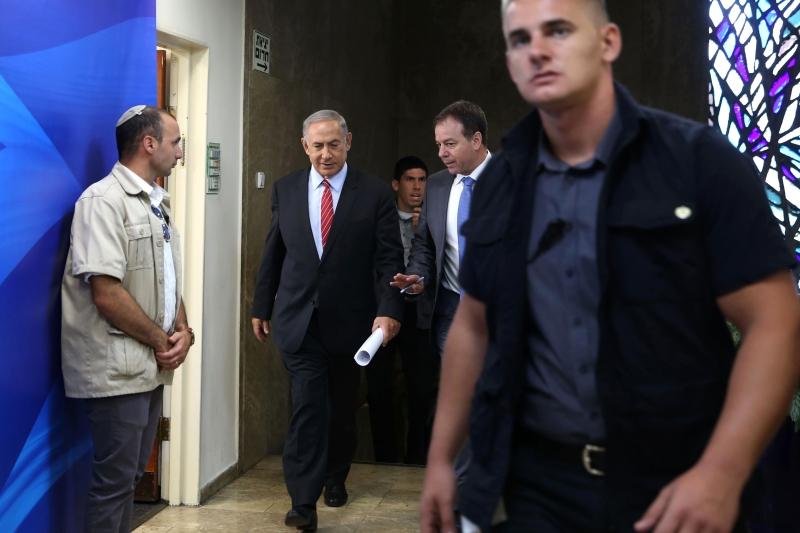 حصر نتنياهو إدارة المفاوضات فيه (أ ف ب)